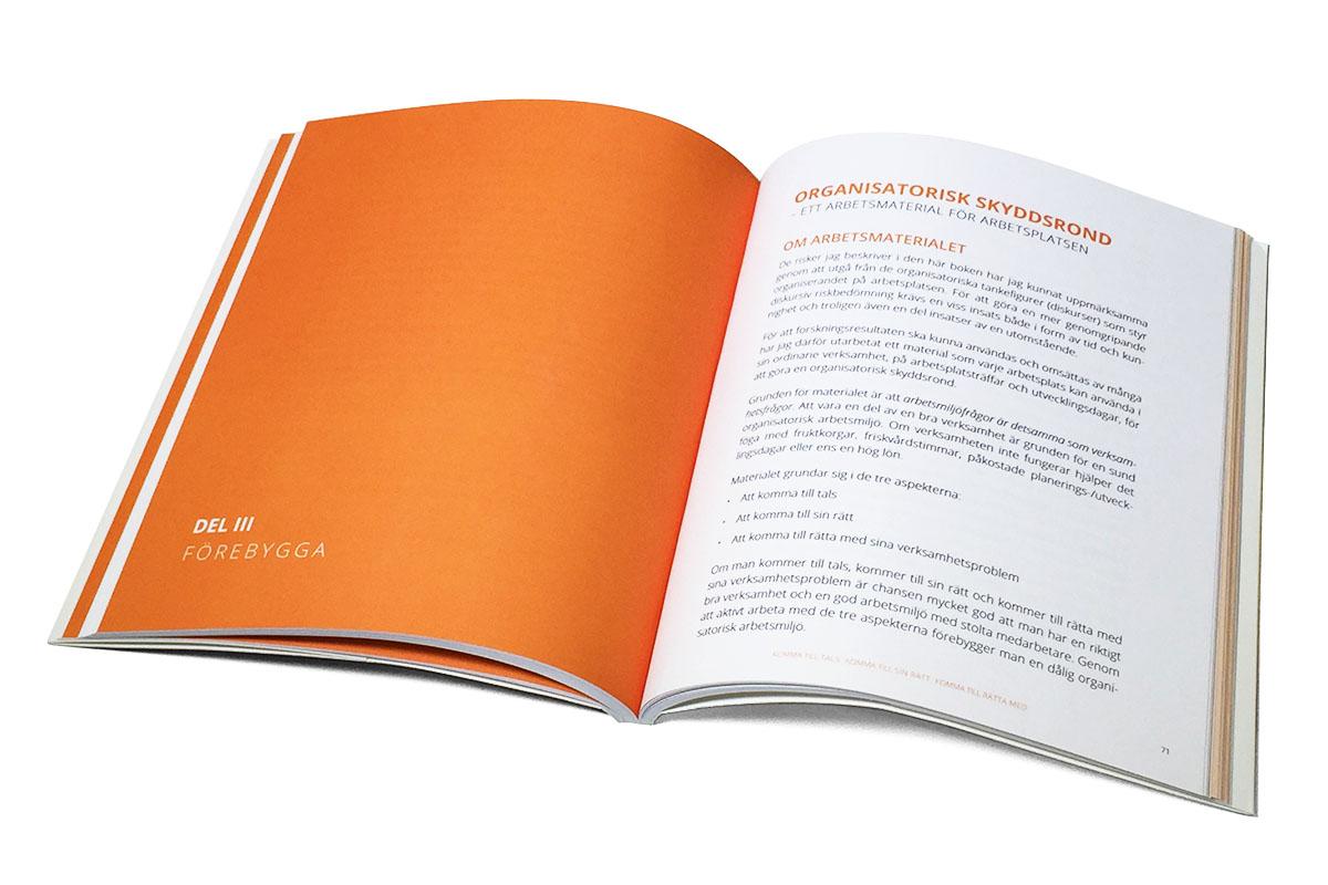 bok_uppslag_1_komma_till_didacta_formgivning_produktion